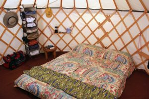 rental_yurt_interior2